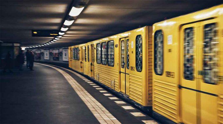 Gele metro tijdens stage in Duitsland
