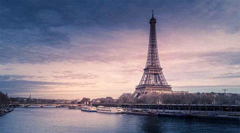Stage in Parijs eiffel toren