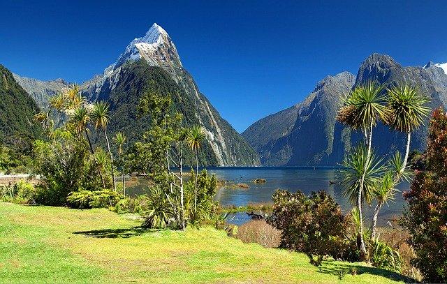Bergen, bomen en een meer laten het klimaat in Nieuw-Zeeland zien