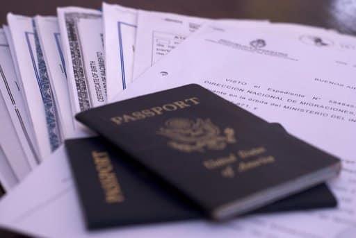 Een paspoort met het Visum Argentinië
