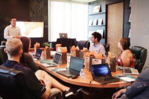 ngo vergadering in het buitenland