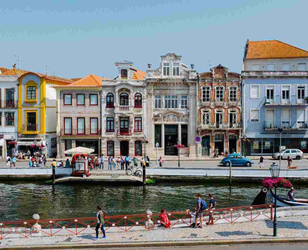 Verzekering portugal met huizen aan het water
