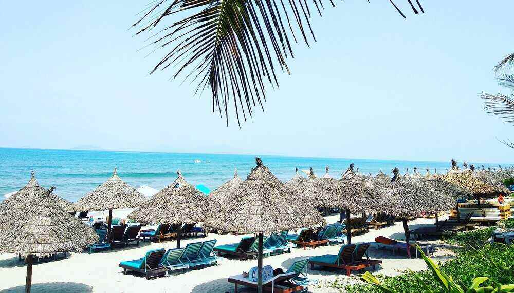 stage ervaring vietnam op het strand met blauwe lucht