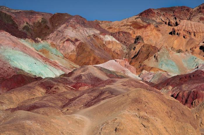Gekleurde bergen in Death valley Amerika
